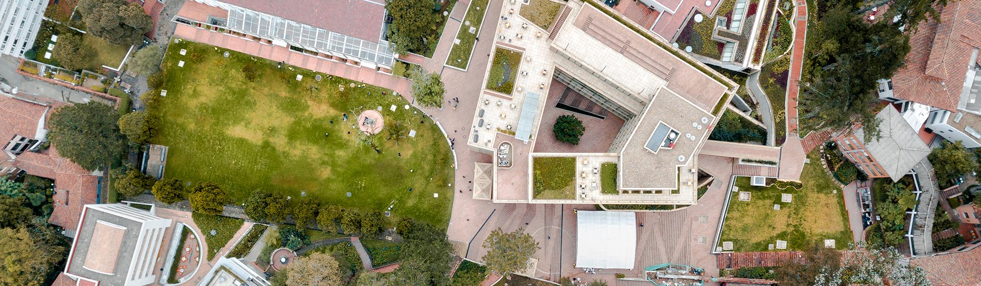 Foto área del campus de la Universidad de los Andes